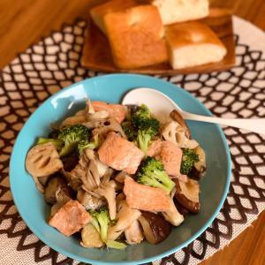 レシピ : 北海道産生秋鮭と秋野菜のオイル煮