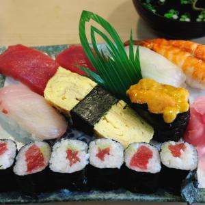 町の寿司屋でランチにぎり800円!