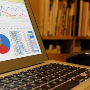 EPS(1株当たり当期純利益)の目安とは?EPSの求め方と株価との関係