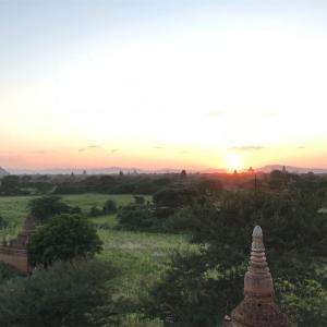 タイ、ミャンマー旅行 DAY6*バガン観光 パゴダ(仏塔)にのぼって夕日を見る