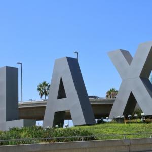 <ロサンゼルス空港 – – その周辺はホテルの街でした>