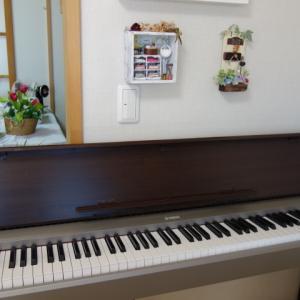 思い切った模様替えを~ 当分電子ピアノは弾けなくなったけど