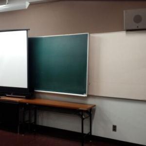 【英語教育・ガジェット】普通教室にプロジェクターが設置されました。