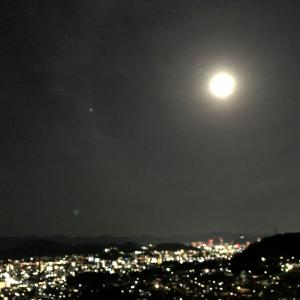 昨晩、満月に土星急接近!これは見ないと!