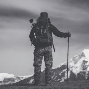 大きな山に登ってみると、人はただ、さらに登るべきたくさんの山があることを見出す。
