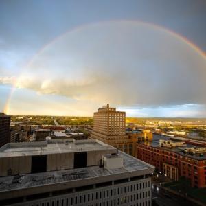 下を向いていたら、虹を見つけることは出来ないよ。