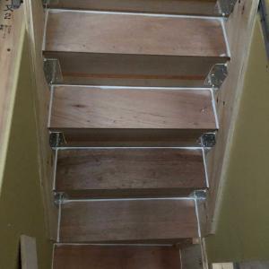 階段の下の収納スペース