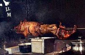 豚の丸焼き クリスマスのご馳走です