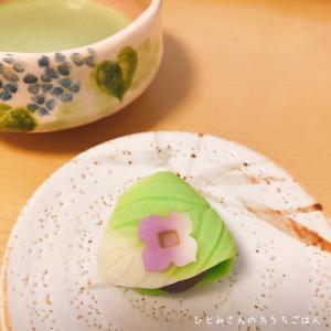 雨の日に「四葩(よひら)の花」でお茶を。