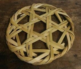 竹細工の鍋敷き
