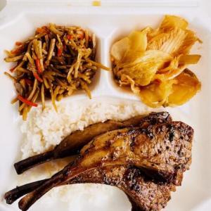 カカアコの人気店「HIBACHI(ヒバチ)」のラムチョップの絶品プレートランチ!ポケの名店だけど肉もウマい!