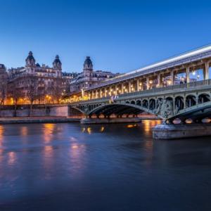 """【悲報】観光地ランキング1位""""芸術の都""""パリで置き引きに遭った話"""