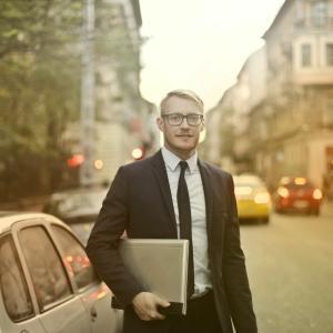 【自動車保険】プロがおすすめする3つの特約!営業に騙されない補償の選び方