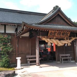 出雲横田駅前には剣を持った稲田姫の像があるんです。
