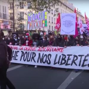 フランスでまたまた暴動。暴動のきっかけはまたも黒人差別。茶番か?