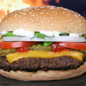 ビル・ゲイツもおすすめ。人工肉は遺伝子組換え食品。男性も巨乳に!?