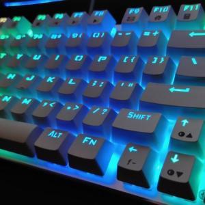 e元素のゲーミングキーボードをレビュー!メカニカルで光りすぎて安い!