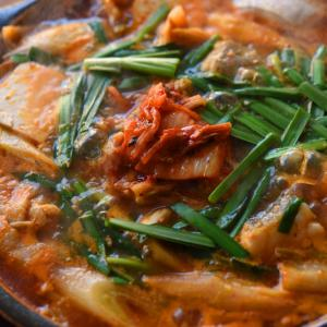 暑いときに 熱いキムチ鍋を食べて元気になりせんか!!