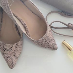 靴の色とバッグの色を揃えると、悩む時間が減って楽になりました。