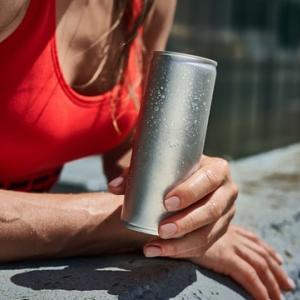 トレーニング中に水だけ飲むのは損!筋トレ・ボディメイクの効率を急上昇させる飲み物とは!?
