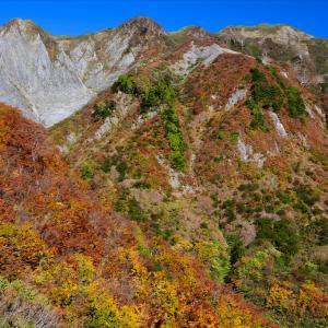 紅葉の雨飾山へ