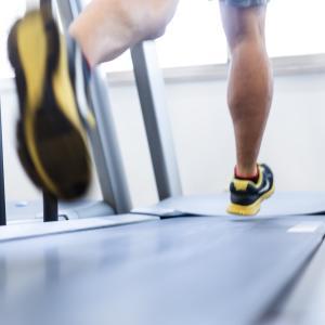 【フォームローラー】硬くなりやすい筋膜に効く!肩こり、腰痛に効果的と話題に!口コミまとめ
