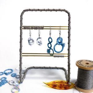 アクセサリースタンドと麻の糸