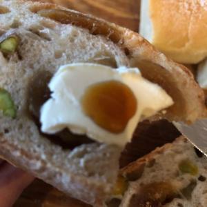 飲んだくれて高級パンを食い散らかす休日
