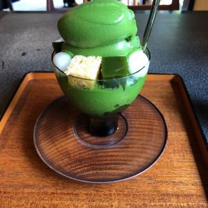 京都一人旅で抹茶まみれのパフェを食べる