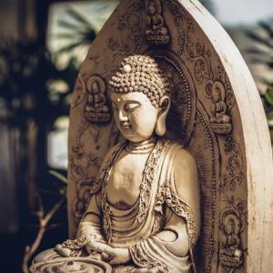 仏教に由来する行事をご紹介!ソンクラーン、ヴェサック祭とは?