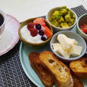 一人ぼっちの朝食