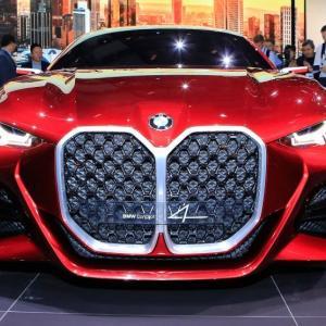 BMW次世代モデルは「縦型グリル」採用が決定的!新型M4プロトタイプが公開で…