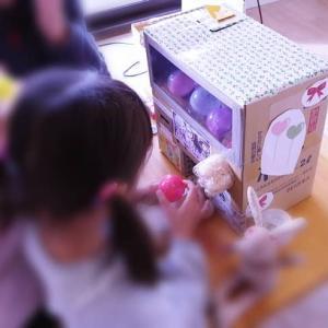 【孫が大喜び】段ボールで「ガチャガチャ」を作ってプレゼント