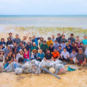 読谷村のビーチでビーチクリーン活動