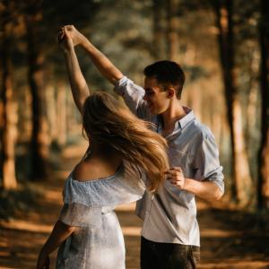 結婚までの交際期間ってどのくらい?プロポーズのタイミングの見極め方【結論:3年以内】