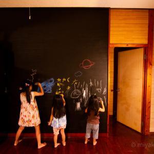 子どもウケ間違いなし!壁をDIYで黒板にしちゃいました