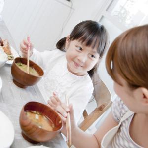 愛情たっぷりママがやってしまう子供の食事方法とは…