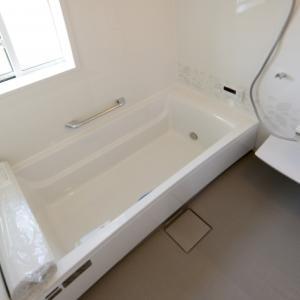 お風呂の掃除で水垢を除去するのに現役のプロがたどり着いた答えとは