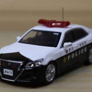 1/64 RAI'S トヨタ クラウン アスリート (GRS214) 神奈川県警察交通機動隊車両