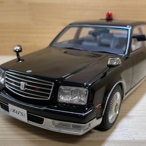 1/18 トヨタ センチュリー (GZG50) 2005 警察本部警備部要人警護車両 RAI'S 限定400台
