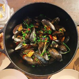 ムール貝の白ワイン蒸し French Steamed Mussels