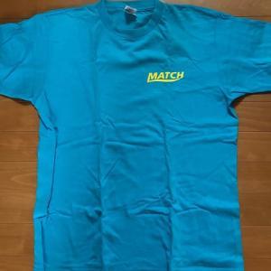 水色のTシャツ