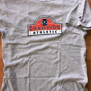 グレーのTシャツ 3