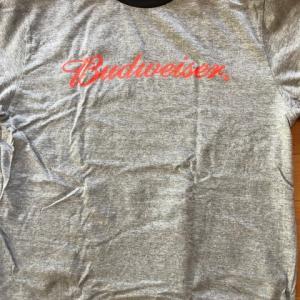 グレーのTシャツ 5