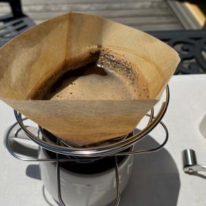暑い日に外で熱いcoffeeを飲もうとした馬鹿がいた⁈