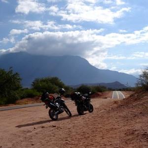 「人はなぜ快適とはいえないバイクで旅をするのか」乗ったことがない人は知らない【ホントの理由】