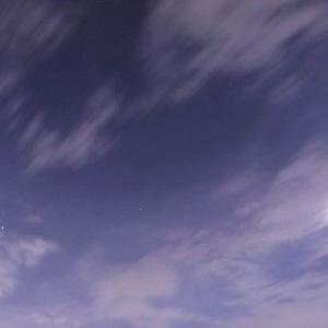 月明かりの中での国際宇宙ステーション