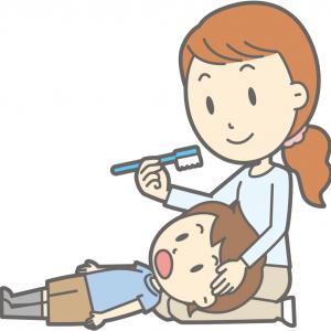 子どもの仕上げみがきのやり方【歯科衛生士さんに毎回ほめられる私が解説】