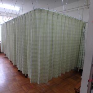 学校、保健室のカーテン