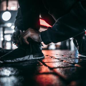 梅雨の時期のお助けアイテム~靴を傷めない為にメンズ用のレインシューズを購入。履き心地はどう?買って後悔はない?